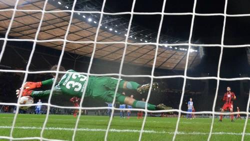 Сын Юргена Клинсманна отбил пенальти в дебютном матче