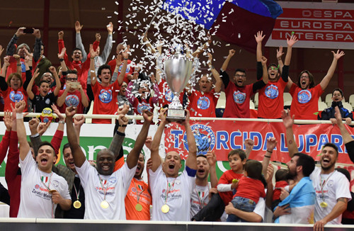 Дюжина мячей в Суперкубке Италии: Лупаренсе в шестой раз берет трофей