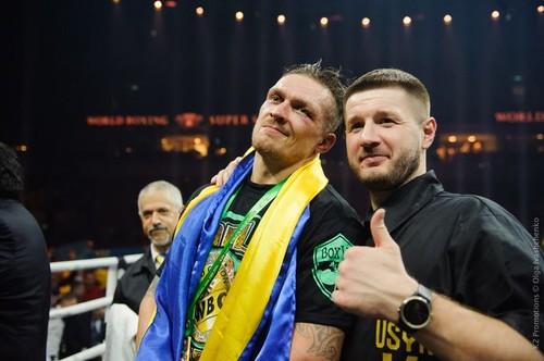 Усик – первый после Кличко украинец, объединивший чемпионские пояса
