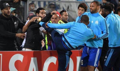 Эвра дисквалифицируют минимум на 5 матчей за удар фаната