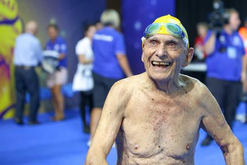 Австралиец поставил мировой рекорд для столетних пловцов