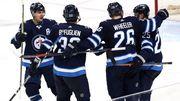 НХЛ. Виннипег пробился в плей-офф. Матчи воскресенья