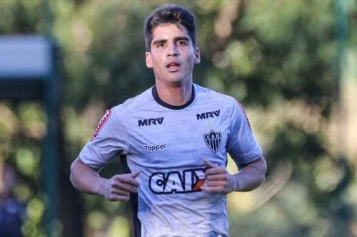 ВИДЕО ДНЯ. Бразильский полузащитник исполнил подкат головой