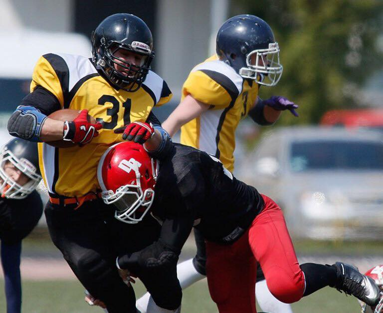 sociology of american football African american football players graduate at a rate that is 21% lower than that of their white teammates (siegel, 1996) in addition, white male basketball players graduate at a rate of 52%, while their african american counterparts graduate at a rate of 38% ( lapchick, 2000 .